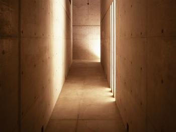 地下倉庫への道